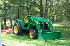 trees tractor green grass mississippi lawn lawnmower mower deere johndeere farmequipment frontloader eyeshotpictures