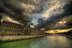 Conciergerie - Paris - France (louistib) Tags: bridge sunset sun paris france seine clouds river pont nuages soe coucherdesoleil fleuve conciergerie coolshot golddragon mywinners abigfave anawesomeshot impressedbeauty louistib louisthibaudchambon img8392a3
