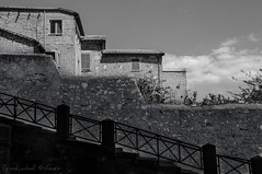 Scala di grigi (frillicca) Tags: 2016 agosto august bn bw balustrade biancoenero blackandwhite contrast contrasto grey grigio lazio montefiasconevt muro nikkor nikkor18300mmf35 nikon nikond300 ringhiera santamargherita scala staircase tuscia wall