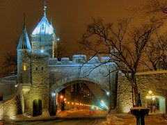 Porte St-Louis - Qubec (Nino H) Tags: old winter snow canada night bravo gate quebec hiver stlouis qubec porte neige sos rue nuit hdr vieux urbain photomatix mywinners ultimateshot excellentphotographerawards theperfectphotographer photoquebec thegoldendreams portestnino