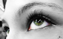 clariana's eyes (alineioavasso™) Tags: bw verde green eye cutout eyes olhos pb olho cílios olhoverde