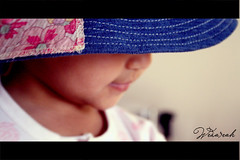 (Weda3eah*) Tags: pink blue hat jeans qatar weda3eah 7asoosi