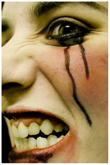 Collapse (.andy. / ...La petite fleur du mal...) Tags: portrait selfportrait andy ego nikon retrato makeup nikond50 breakdown autorretrato ocio upset maquillaje angustia enojada odio enojo