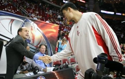 Yao Ming and ESPN analyst Jeff Van Gundy shake hands before the Rockets - Lakers game on Wednesday, November 14th, 2007.