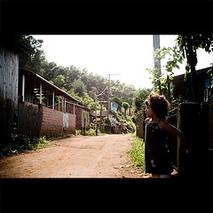 trilhos (Guilherme Schilling) Tags: poverty brazil brasil scream humanrights inequality forsakenbysociety guilhermeschilling
