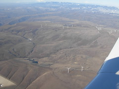 I012508 668 (brewbooks) Tags: windmill washington power windmills electricity geography mooney airborne windfarm windowseat goodnoehills windturbinegenerator i012508 goodnoehillswindfarm