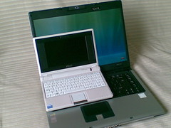 Asus Eee vs Acer 'laptop'