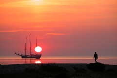 Romantic sunset (Erik Christensen, Porkeri) Tags: fab picturesque gmt smrgsbord r thegoldengallery supershot royalgroup worldicon crystalaward diamondclassphotographer flickrdiamond danishphotographers excapture worldwidelandscapes natureselegantshots sbyr vitsr flickrlovers 100earthcomments oraclex guasdivinas toisndeoro naturescreations absolutegoldenmasterpiece mesart vipveryimportantphotos earththroughyoureyes memoryofyourdailylife beautyfulshot platinumplanet mygearandmepremium mygearandmebronze mygearandmesilver mygearandmegold aboveandbeyondlevel1 aboveandbeyondlevel2