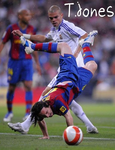 lionel messi vs ronaldo. Lionel Messi goes over Pepe