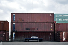_DSC0183 (romanraetzke) Tags: digital nikon d70 harbour hamburg himmel wolken container chrome mercedesbenz oldtimer hafen chrom coupé farben freihafen w111 chinashipping dunkelblau 250se