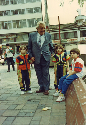Ismael Camacho Arango y sus nietos