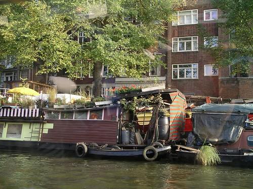 Los canales con sus barcos-casa