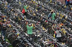 Cyclists equipment (Elli-pixx) Tags: sports germany nikond70 frankfurt running ironman triathlon bestones ironmanfrankfurt2007 elliwinter ellipixx copyrightbyelliwinter