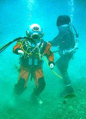 mkvah2uwPS (boyddiver) Tags: aquala mkvdivinghelmet vikingdrysuit aquadyneah2underwater