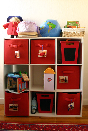 Shelf system for toys