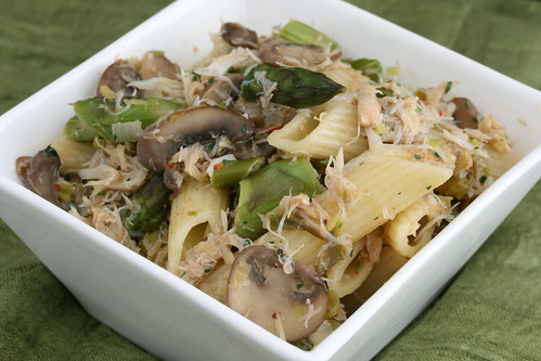 Asparagus Crab Pasta with Leeks and Mushrooms