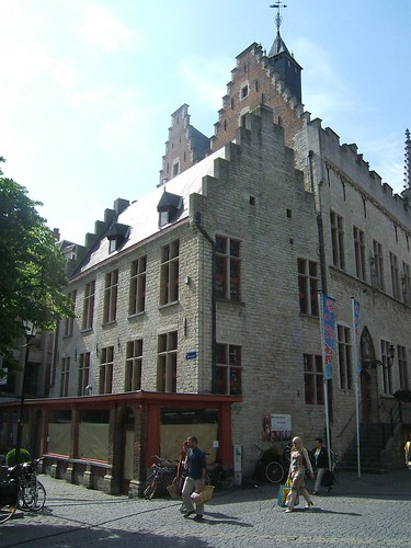 The former hat shop adjacent to the old town hall
