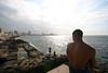 Hombre que trabaja pierde tiempo precioso Proverbio cubano sul