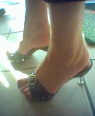 a30 (Caça Pezinhos RS) Tags: sexy feet fetish foot high shoes sandals voyeur heels pés heel por fetiche sapatos sandálias