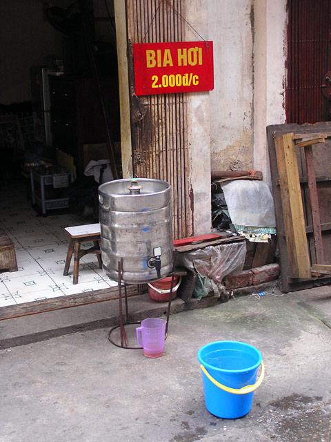 bia hoi keg in hanoi vietnam