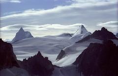 Cervin et Dent d'Hrens, derrire Bertol (_Yayo_) Tags: sky mountain snow switzerland cervin