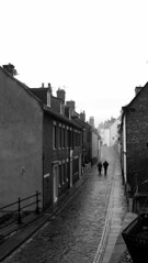 Walking in Whitby (Davy Ellis) Tags: street whitby cobbles performer
