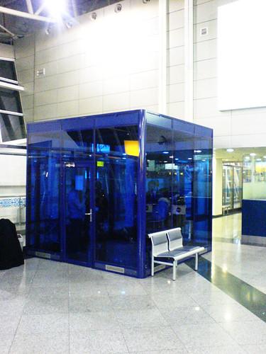 Курительная комната в аэропорту Алматы