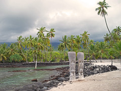 Protecting the bay (konakoka) Tags: ocean beach nature beautiful coral island hawaii bay sand wildlife pacificocean turtles bigisland tiki tidepools coconuttrees tikigod puuhonuaohonaunau placeofrefuge honaunau konacoast
