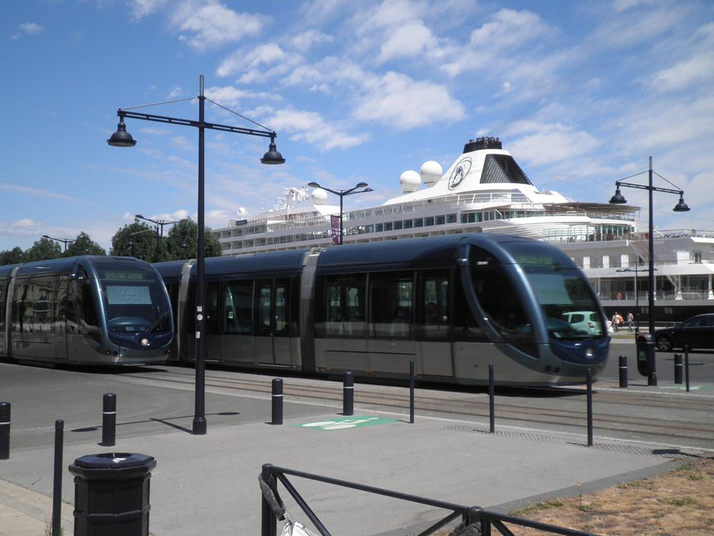 Tramways Bordelais et le Prinsendam - Bordeaux - P5310005