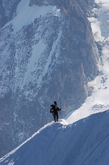 DSC_0075 Alpinista solitari (visol) Tags: naturaleza mountain holiday france alps nature montagne alpes vacances nieve frança natura neige soledad montaña francia vacaciones muntanya neu alpinisme aiguilledumidi hautesavoie alpinista passionphotography altasavoia paysdumontblanc altasavoya bestminimalshot