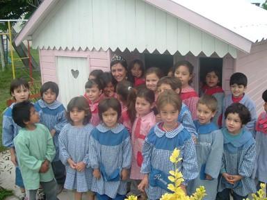 La 1ra. Princesa junto a los niños del Jardin de Infantes de la Esc. Esteban Echeverría
