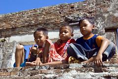 Kids at Kaibon Palace (T   J ) Tags: kids indonesia westjava 18200vr d80 banten teeje anawesomeshot theperfectphotographer kaibonpalace bantenlama oldbanten kaibonkids