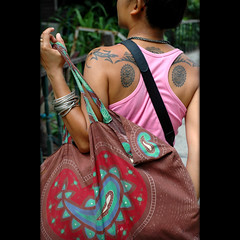 Toon is graphic (Yorick...) Tags: beach bag thailand back cartoon toon tatoo 50mmf18d