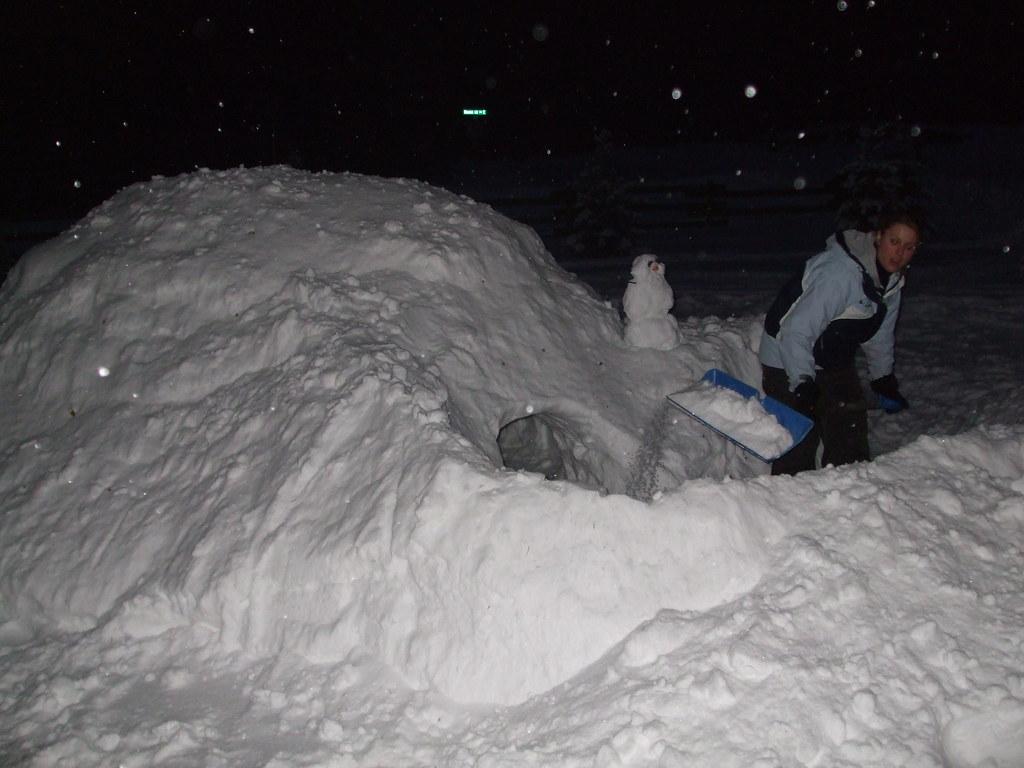 Snow Cave_Dec27.07 (11)