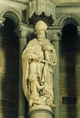 Ieper, West-Vlaanderen, St. Martin (groenling) Tags: ieper ypres westvlaanderen saint sint martin maarten sword zwaard bishop bisschop miter mijter beggar bedelaar