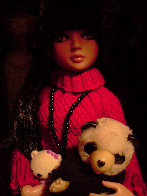 CharlIE :)) dans un beau pull rouge tricoté par Nadine :) Page 2 et 3 :) 2375225220_909a78c7a1_o