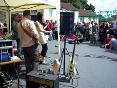 Pilton festival 095 (Bodger Bob) Tags: street family friends people music man green festival fun village dancing stage stages bands devon laugh streetmusic crowds greenman streetfestival northdevon pilton barnstable villagefestival piltonfestival