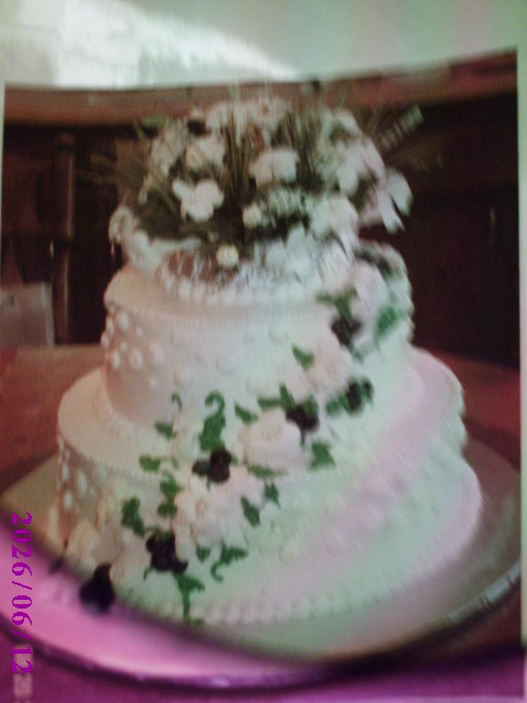 Silk Stephanotis and Fresh Blueberries Cake
