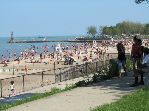 lots of people enjoying the weather and the lake on memorial day