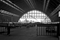 St Pancras Station, 1977 (nigel@hornchurch) Tags: london train aperture arch railway 1977 stpancras pancras trainshed williamhenrybarlow scan0711140012