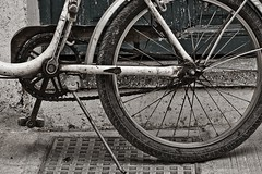 Bicycle (StefanosP) Tags: detail bicycle canonef1740mmf4lusm fragment nafplio canon30d plateiaexcursion