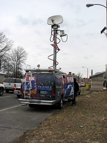 fox tv newsvan near Hilary Clinton convention near Wash U