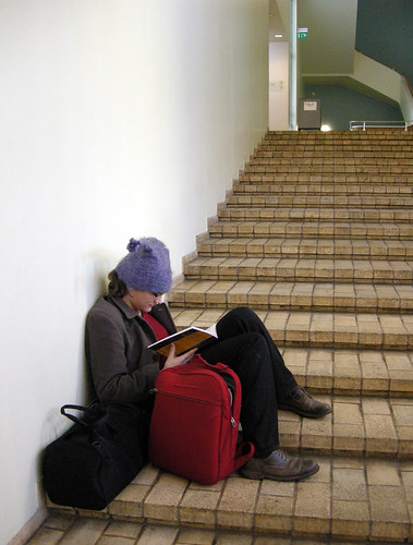 matnel reading at Metsätalo stairs
