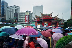taipei, taiwan (` Kiefer Lin) Tags: life voyage china trip travel rain umbrella landscape temple photography lomo lca lomography globe asia tour chinese picture taiwan photographic lomolca sally safari negative tripper journey backpack taipei voyager 135   pilgrimage fare excursion   hitchhike chineseculture        locomotor farer  aplusphoto