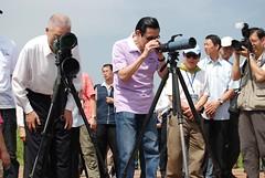 馬英九總統及吳敦義院長實地瞭解淡水河口濕地環境。圖片來自:環保署。