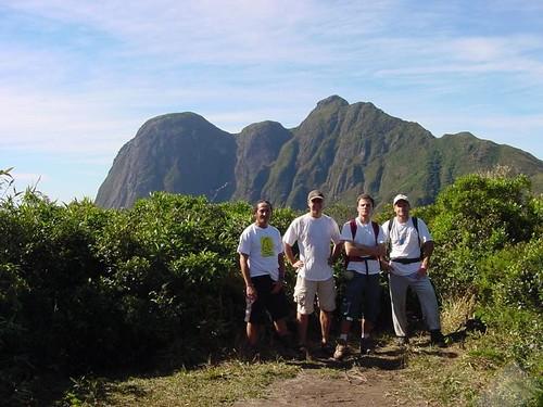 Rodney, jl, eu e Gian, a caminho do Pico Paraná