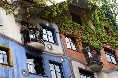 "Viena - Hundertwasserhaus • <a style=""font-size:0.8em;"" href=""http://www.flickr.com/photos/26679841@N00/2055194987/"" target=""_blank"">View on Flickr</a>"