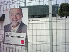 Cartell de Joan Sabat al pavell firal de Remolins (Gustau Moreno) Tags: electoral tortosa cartell municipals recinte sabat remolins firal
