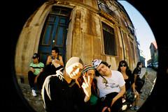 punga (vai_ni_lla) Tags: chile valparaiso lomo pelicula angular adolescentes calles punga ojodepez vainilla