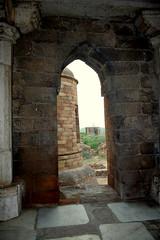 Sultan Garhi (Saad.Akhtar) Tags: india history monument delhi ad ruin medieval historical 1231 sultana razia iltutmish southdelhi vasantkunj slavedynasty sultangarhi